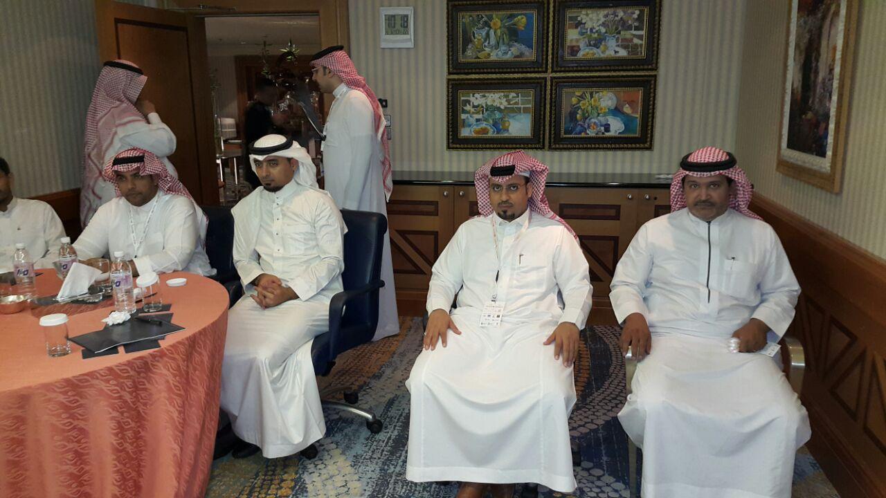 بالصور : صاحب السمو الملكي الأمير فهد بن مقرن يفتتح مؤتمر الأسهم في جده 5 ابريل 2015 نادي خبراء المال