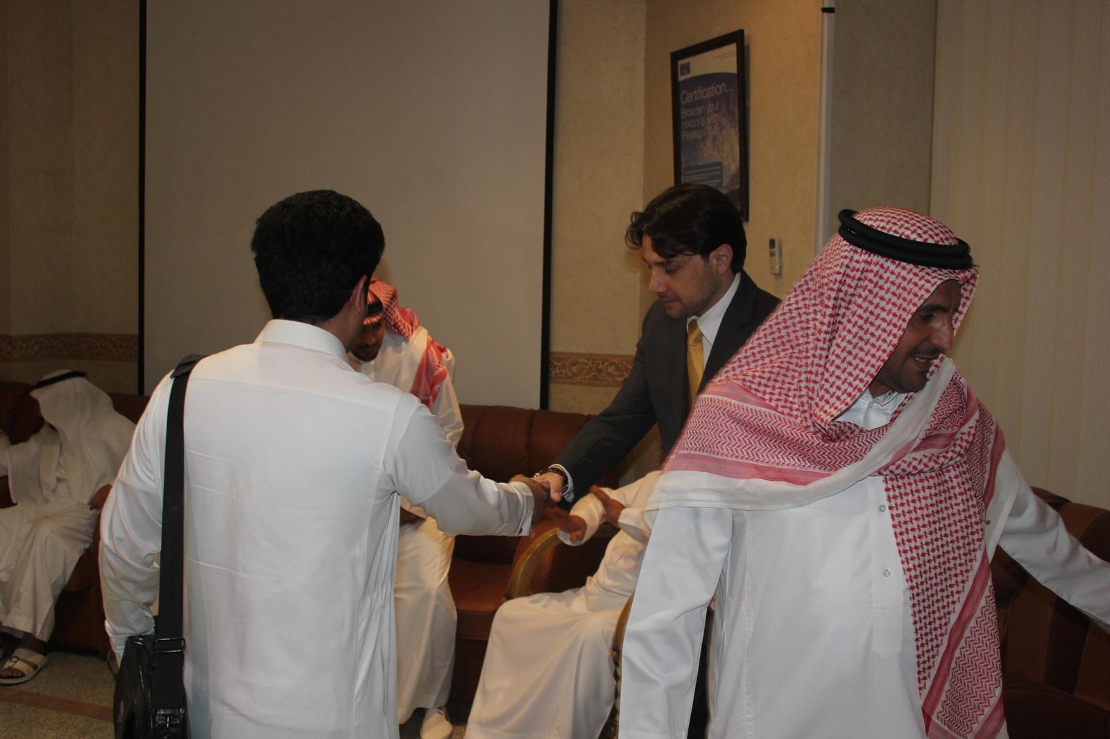 صاحب السمو الملكي الأمير د. سلمان بن سعود آل سعود يرعى تخريج دورة الهارمونيك نادي خبراء المال